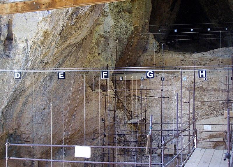 Photo du Monument Historique Grotte de la Caune de l'Arago situé à Tautavel