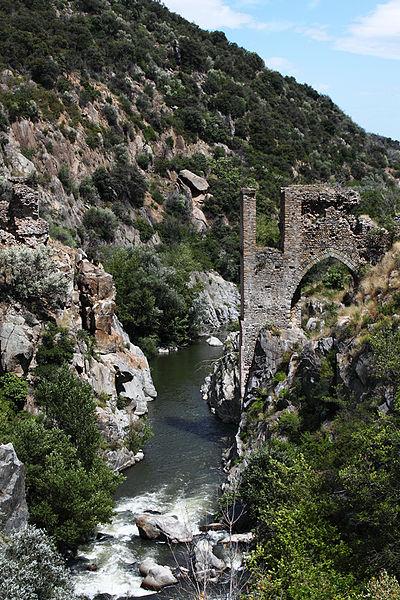 Photo du Monument Historique Pont aqueduc d'en Labau situé à Rodès