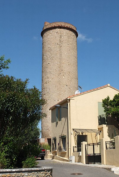 Photo du Monument Historique Tour de Château-Roussillon situé à Perpignan