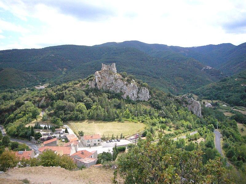 Photo du Monument Historique Castel Sabarda (vestiges du château de Sabarda et de l'ancienne église Saint-André) situé à Fenouillet