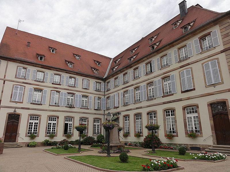 Photo du Monument Historique Ancienne résidence abbatiale dite hôpital Stolz-Grimm situé à Andlau