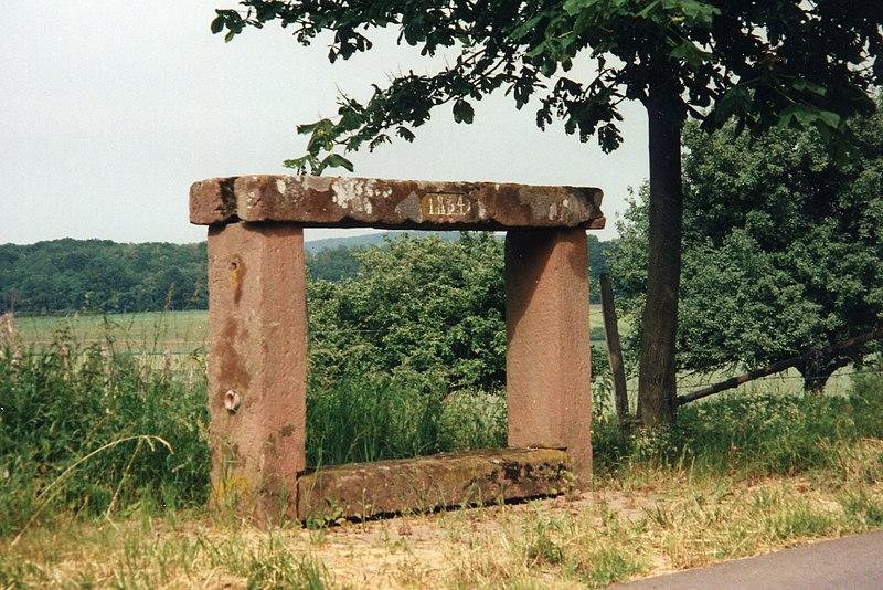 Photo du Monument Historique Banc-reposoir napoléonien situé à Bouxwiller