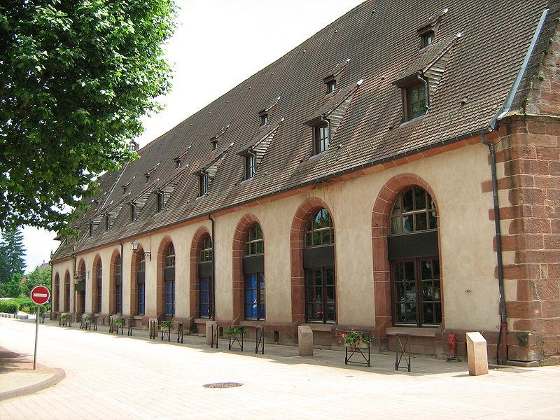 Photo du Monument Historique Ancienne chapelle castrale Saint-Georges et halle aux blés situé à Bouxwiller