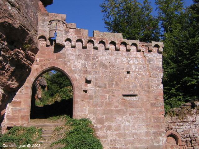 Photo du Monument Historique Ruines du château de Schoeneck situé à Dambach