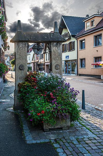 Photo du Monument Historique Puits daté de 1605 situé à Dorlisheim