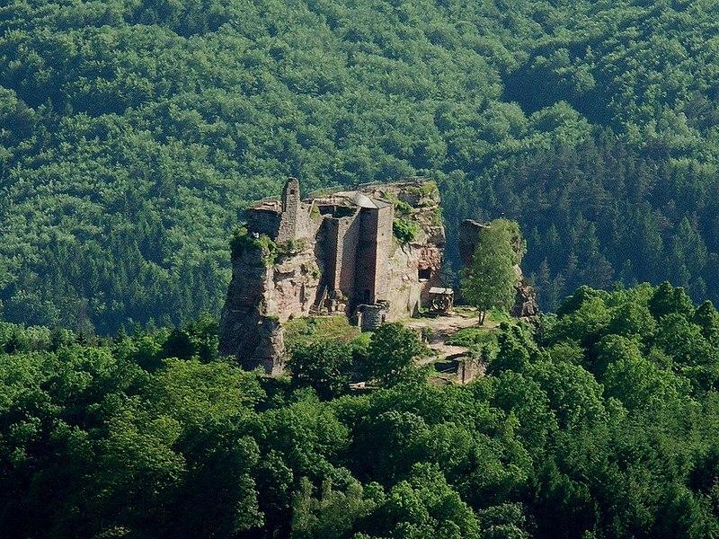 Photo du Monument Historique Ruines du château de Fleckenstein situé à Lembach