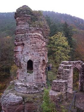 Photo du Monument Historique Château du Froensbourg ou Frundsberg situé à Lembach