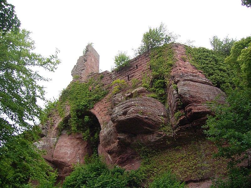 Photo du Monument Historique Ruines du château Guirbaden situé à Mollkirch
