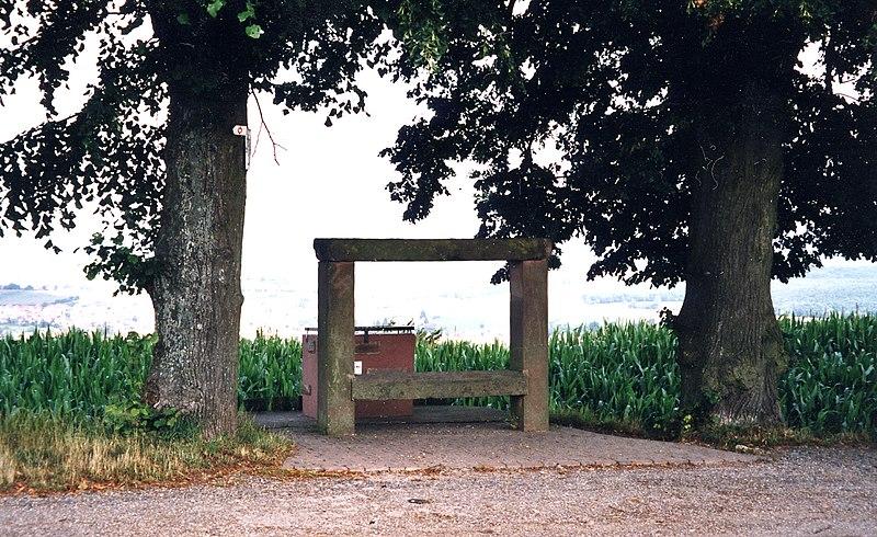 Photo du Monument Historique Banc-reposoir napoléonien situé à Niedermodern