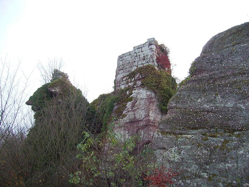Photo du Monument Historique Ruines du château Ringelsboug situé à Oberhaslach