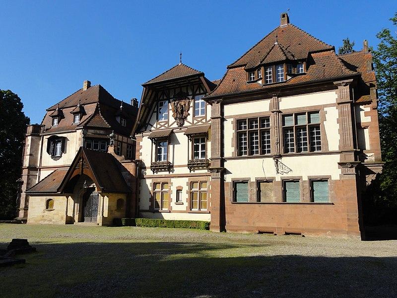Photo du Monument Historique Domaine de la Léonardsau, actuellement musée du Cheval et de l'Attelage situé à Obernai