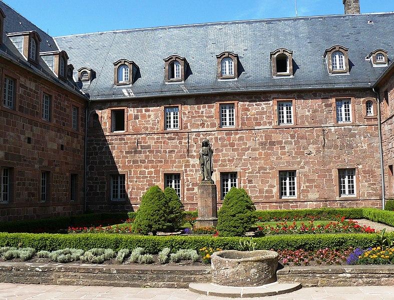 Photo du Monument Historique Monastère de Sainte-Odile, au Mont-Saint-Odile situé à Ottrott