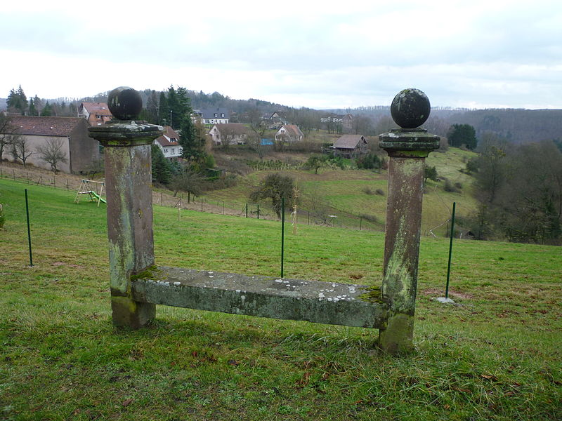 Photo du Monument Historique Banc-reposoir situé à La Petite-Pierre