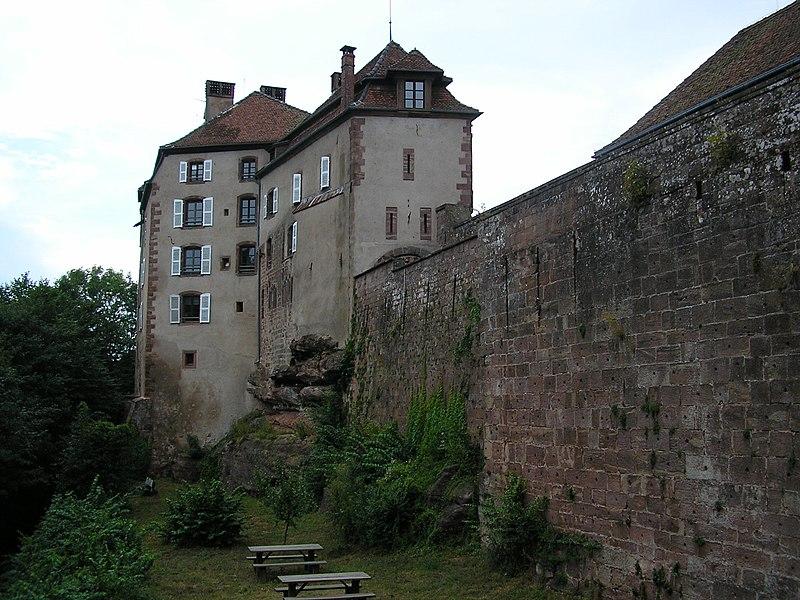 Photo du Monument Historique Ruines du château et restes des enceintes fortifiées situé à La Petite-Pierre