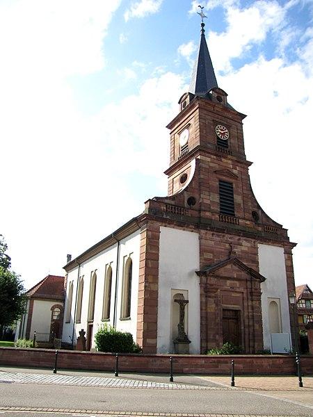 Photo du Monument Historique Eglise et calvaire situé devant la façade situé à Rountzenheim