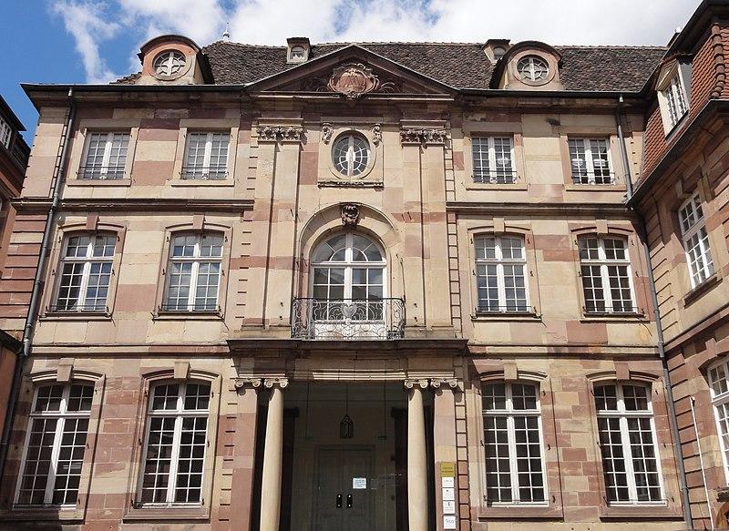 Photo du Monument Historique Ancien Hôtel d'Andlau, annexe du Lycée Fustel de Coulanges situé à Strasbourg