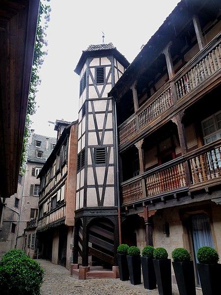 Photo du Monument Historique Cour du Corbeau ou Hôtel dit du Corbeau situé à Strasbourg