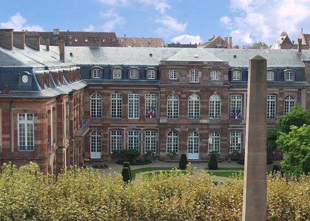 Photo du Monument Historique Hôtel des Deux Ponts ou Hôtel du Gouverneur militaire situé à Strasbourg