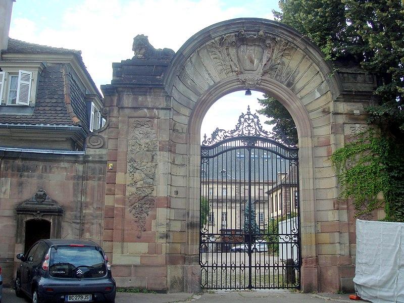 Photo du Monument Historique Ancien Hôtel Klinglin dit Petit Broglie, actuellement Hôtel du préfet situé à Strasbourg