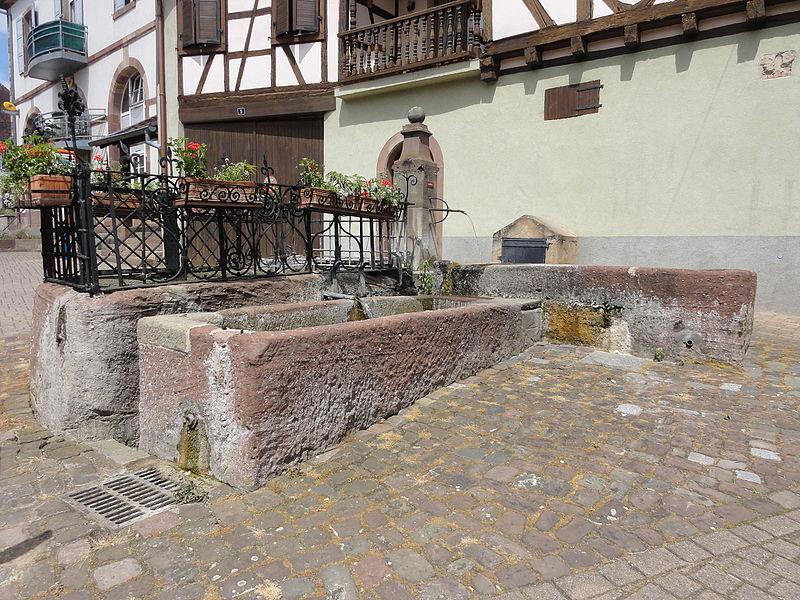 Photo du Monument Historique Fontaine près de la mairie situé à Westhoffen