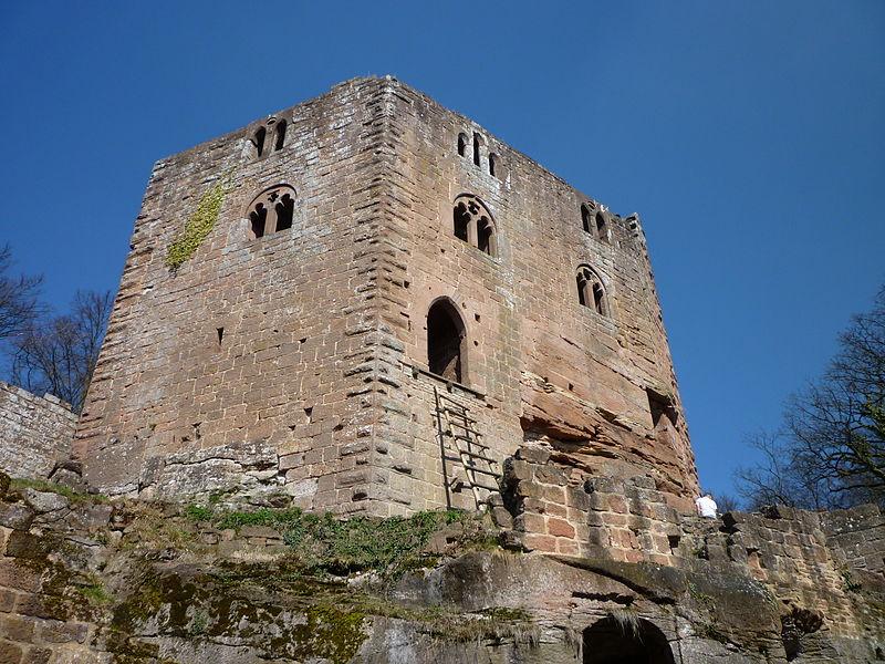 Photo du Monument Historique Ruines du château du Nouveau-Windstein situé à Windstein