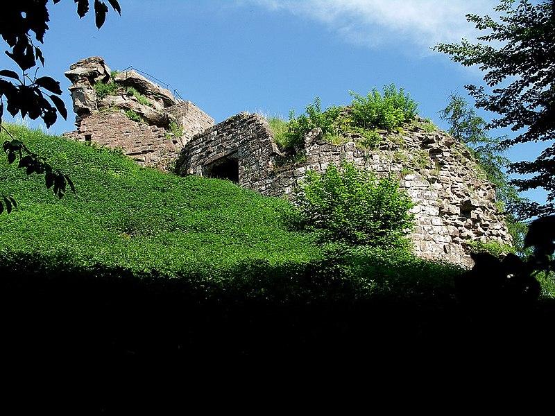 Photo du Monument Historique Château de Hohenbourg situé à Wingen