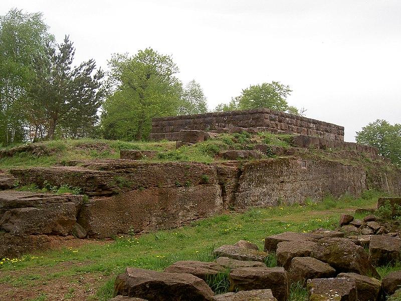 Photo du Monument Historique Château-fort du Warthenberg (Daubenschlagfelsen) (également sur commune de Dossenheim-sur-Zinsel) situé à Dossenheim-sur-Zinsel ; Ernolsheim-lès-Saverne
