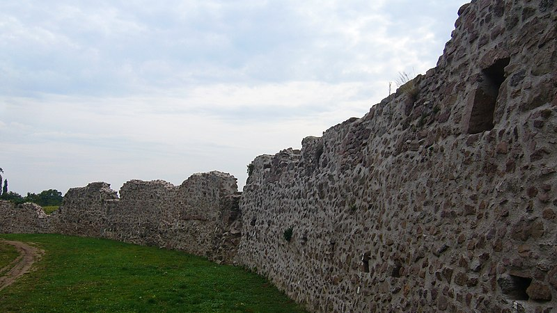 Photo du Monument Historique Double enceinte du château et du cimetière situé à Châtenois