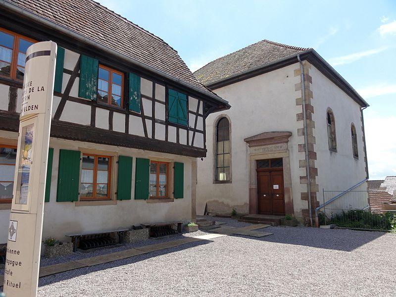 Photo du Monument Historique Synagogue, ancienne école juive et maison du rabbin situé à Hochfelden