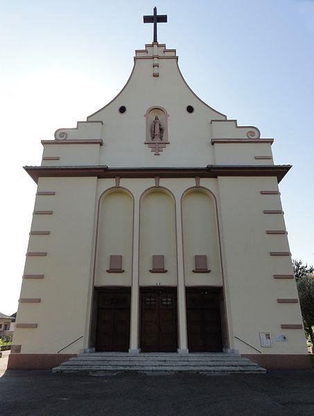 Photo du Monument Historique Eglise catholique Sainte-Thérèse-de-l'Enfant-Jésus situé à Geispolsheim