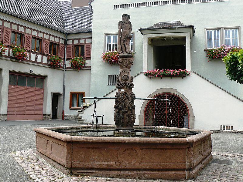 Photo du Monument Historique Fontaine de l'Homme Sauvage situé à Ammerschwihr