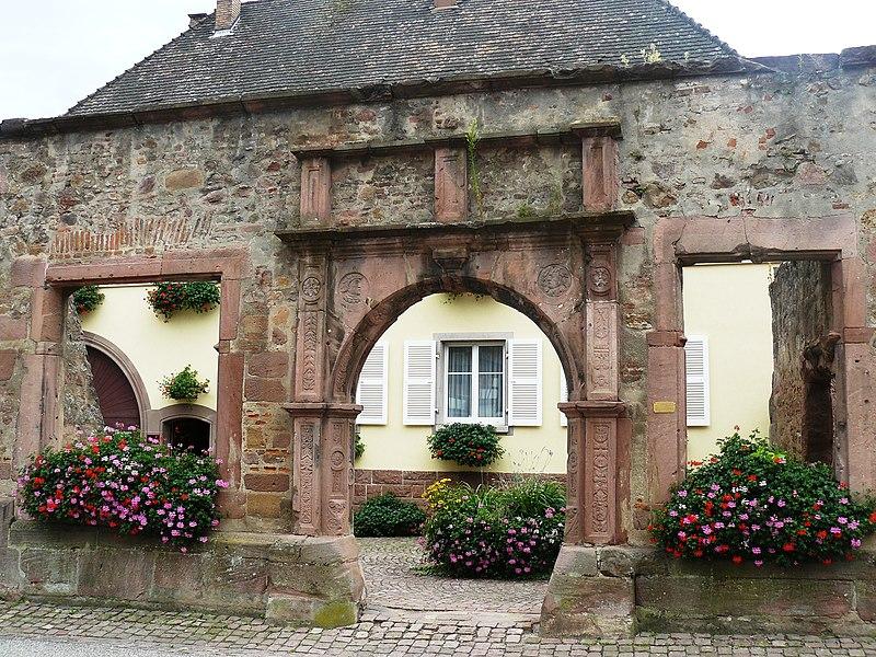 Photo du Monument Historique Restes de l'hôtel de ville situé à Ammerschwihr