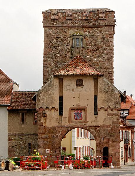 Photo du Monument Historique Remparts situé à Cernay