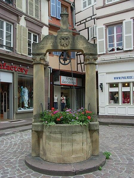 Photo du Monument Historique Puits datant de 1584 situé à Colmar