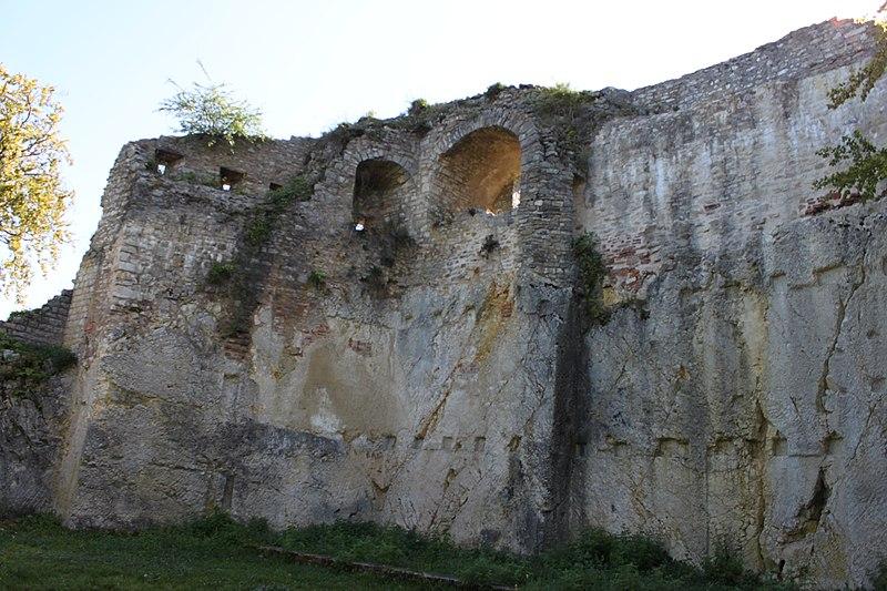 Photo du Monument Historique Ruines du château situé à Ferrette