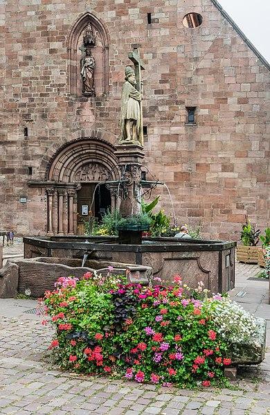 Photo du Monument Historique Fontaine Constantin, située devant l'église situé à Kaysersberg