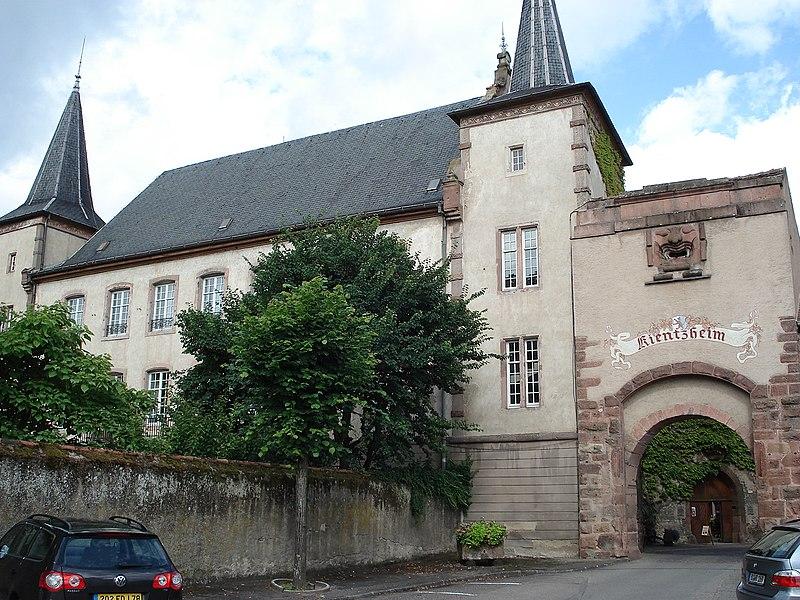 Photo du Monument Historique Restes des remparts et ancien château de Lupfen-Schwendi situé à Kientzheim