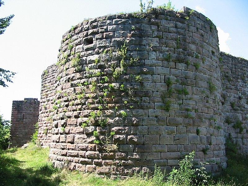 Photo du Monument Historique Ruines du château de Hohenack (petit Honack) situé à Labaroche