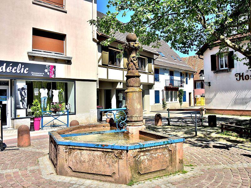 Photo du Monument Historique Fontaine située au croisement de la rue du Maréchal-Foch et de la rue Houppach situé à Masevaux