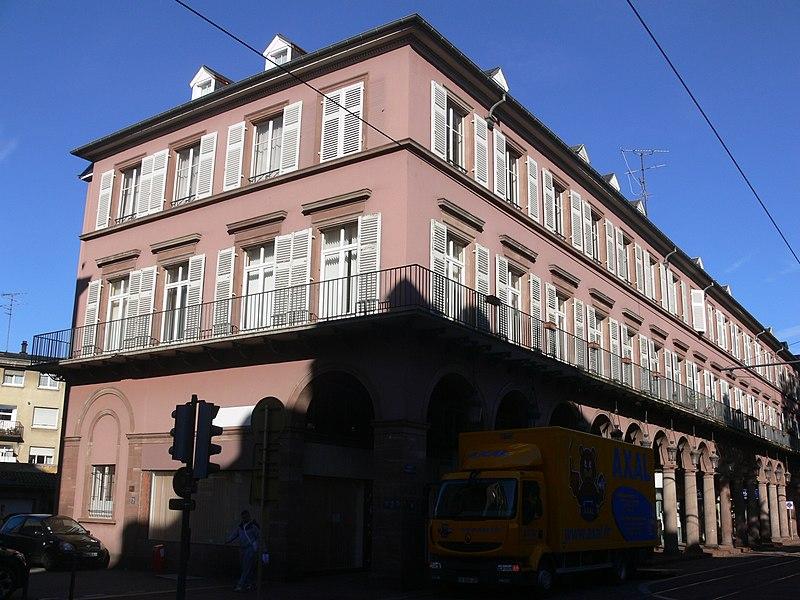 Photo du Monument Historique Immeuble bordant le square de la Bourse situé à Mulhouse