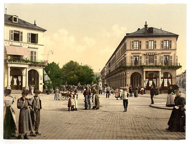 Photo du Monument Historique Immeuble bordant le square de la Bourse et la place de la République situé à Mulhouse
