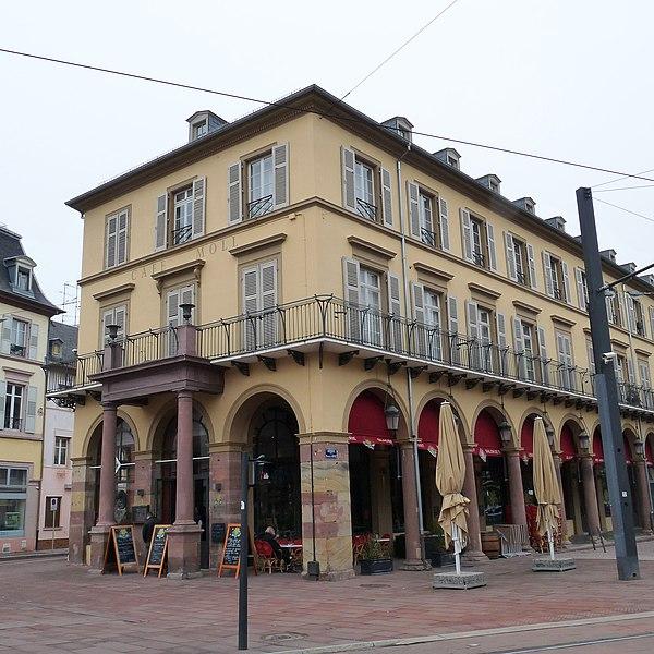 Photo du Monument Historique Immeuble bordant la place de la République situé à Mulhouse