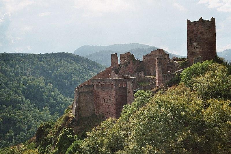 Photo du Monument Historique Châteaux de Guirsberg, de Haut-Ribeaupierre et de Saint-Ulrich situé à Ribeauvillé