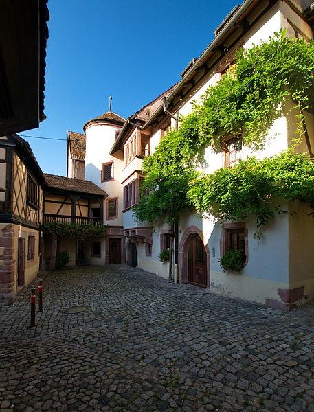 Photo du Monument Historique Ancienne cour des Evêques de Strasbourg situé à Riquewihr