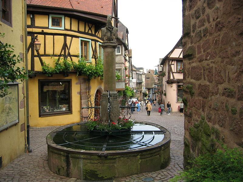 Photo du Monument Historique Fontaine de la Sinne situé à Riquewihr