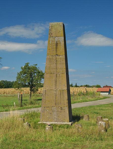 Photo du Monument Historique Stèle géodésique situé à Sausheim