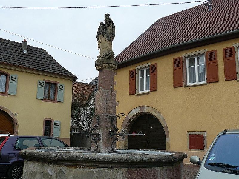Photo du Monument Historique Fontaine du 17e siècle situé à Soultzmatt