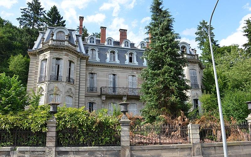 Photo du Monument Historique Ancien château Burrus situé à Sainte-Croix-aux-Mines