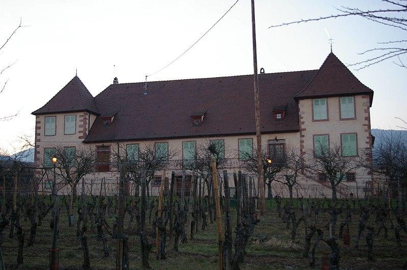 Photo du Monument Historique Ancienne cour domaniale de l'abbaye de Pairis, dite Domaine du Bouxhof situé à Mittelwihr