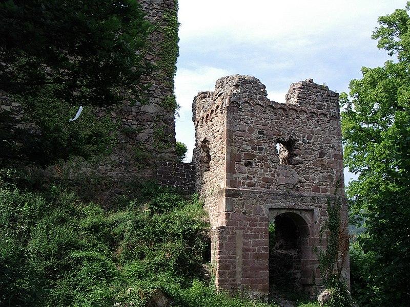 Photo du Monument Historique Ruines du château de Hugstein situé à Guebwiller